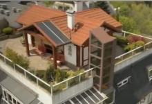Как къща с персонален асансьор, двор, храсти и дървета е кацнала на покрив в София