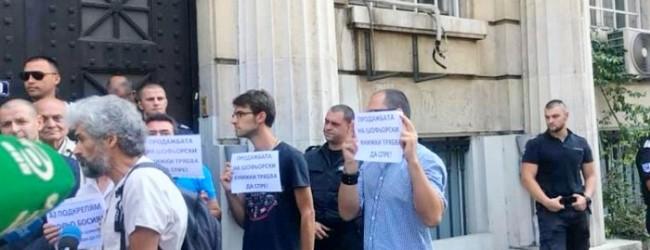 """Граждани пробваха да """"арестуват"""" зам.-министър"""