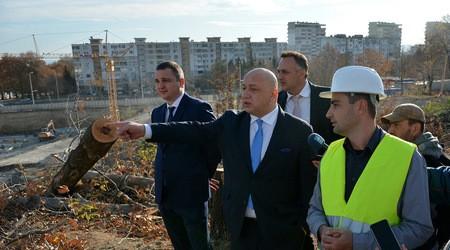 Невидимият кмет с видима инспекция на Стадион Варна!
