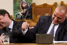 """Гавра с майки на деца с увреждания! Служител на правителството на Борисов ги нарече """"кухи лейки""""."""
