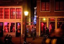 """Властите в Амстердам въвеждат мерки на социална дистанция в квартала на """"червените фенери"""""""
