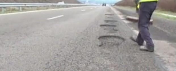 След дъждовете стотици дупки зейнаха на магистрала Тракия