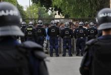 Така се прави: Унгария осъди на 10 години затвор емигрант, който е хвърлил камък срещу полицай