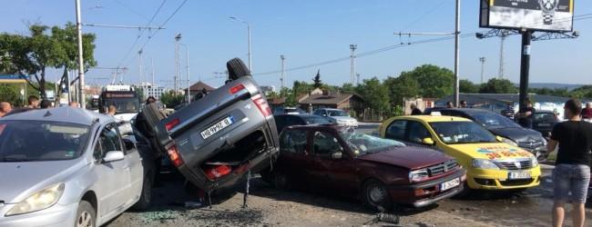 Зверска катастрофа при скорост в града с над 100 км/ч с дете в колата!!!