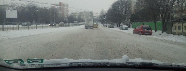 Десетки хора се потрошиха по непочистените улици на Варна!
