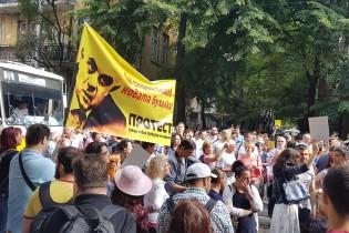 "Стотици викат ""Гешев е позор"" под прозорците на ВСС"