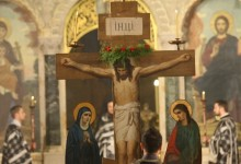 Велики Петък: След дълги страдания Христос е разпнат