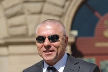 Марешки изполва депутатския си имунитет и се опитва да прекрати делото срещу себе си за изнудване и рекет