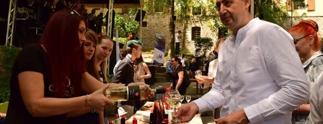"""Днес в Пловдив започна фестивала """"Вино и гурме"""". 19 винарски изби и 12 шеф готвачи превзеха Старият град"""