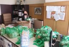Пиар по време на пандемия: Тениски с образа на Борисов в хранителни пакети за семейства в нужда