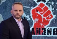 "ТВ водещ закопа сценариста на Слави: ""Да имаш топки, за да задаваш въпросите на силните на деня, а не да ти пресипва гласа!"""