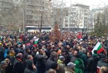 Хиляди на бунт в Пловдив: Свобода за доктор Димитров! Писна ни от цигани и циганска държава
