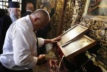 Как Борисов чете Евангелието