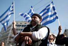 Зимата дойде, земеделската им работа свърши и гръцките фермери отново ни плашат с блокади !!!