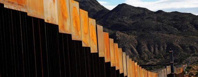 Най-голямата обществена поръчка в света: Кой и за колко ще построи стената САЩ-Мексико на Тръмп?