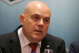 Прокуратурата атакува президентството след настояването на Радев за махане на охраната на Пеевски и Доган
