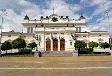 Парламентът опроверга прокуратурата за хакерската атака: Лехите пред НС се поливат на ръка