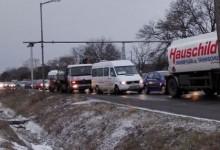 """Заради два пръста сняг отново затвориха магистрала """"Тракия""""! Образуваха се опашки на изхода на Бургас"""