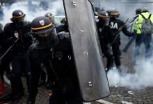 Сблъсъци в Париж: Водни оръдия и сълзотворен газ срещу протестиращи срещу високите цени на горивата