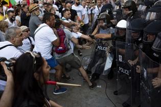 45 души в болница след сблъсъците на протеста