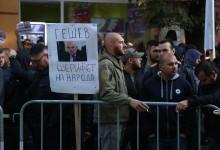 Властта изкара роми, мутри и футболни агитки в подкрепа на Иван Гешев