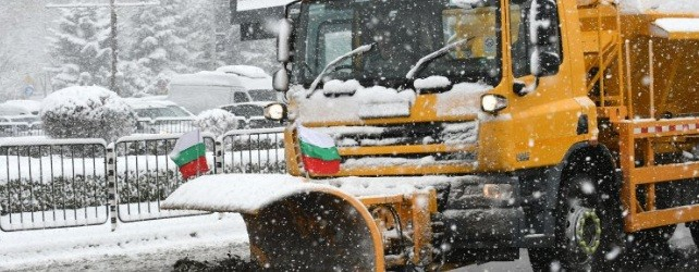 Зимата отново ни изненада: Задръствания и катастрофи блокираха София при едва няколко сантиметра сняг