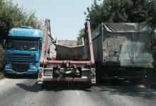 Къде е КАТ?!? Отново задръстване на входа на Варна откъм с. Тополи заради паркирали зърновози на пътя / обновена /