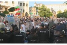 Сблъсъци между протестиращи и полиция пред сградата на Народното събрание (СНИМКИ)