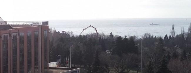 В Морската градина днес отново се лее бетон! Кмете?!?