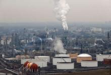 Непридвидимост в цените на петрола след намаляване на производството и нарастващи случаи на COVID-19