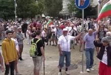"""Протестиращи образуваха жива верига и отново блокираха площад """"Независимост"""""""