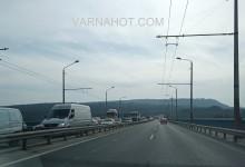 Отново задръстване на Аспарухов мост! Ремонтират пак проблемната фуга