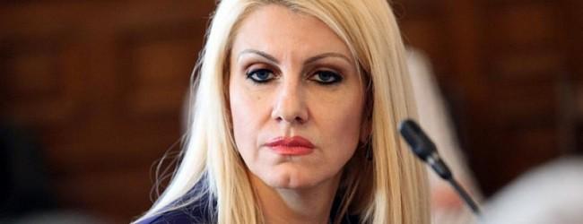 Късо съединение! Министър Ахладова цитира несъществуваща алинея в Изборния кодекс