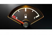За колко километра остава бензин в резервоара, когато светне лампичката за горивото