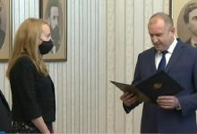 """Президентът Румен Радев връчи мандат за правителство на """"Има такъв народ"""", те го върнаха"""