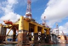 Защо има рекорден спад в цената на петрола и защо у нас цената не мърда